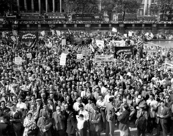 Митинг коммунистов на Трафальгарской площади в Лондоне. 28 июня 1958.