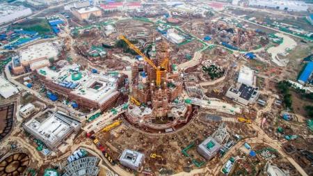 صورة من أرشيف رويترز التقطت من الجو لموقع بناء شنغهاي ديزني. يحظر استخدام الصورة داخل الصين. ويحظر بيع الصورة للأغراض التجارية أو التحريرية داخل الصين.