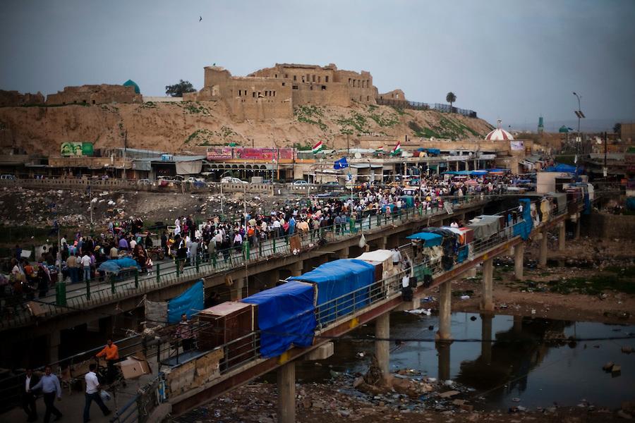 KIRKUK  IRAQ  The market on the Khasa bridge in the center of Kirkuk