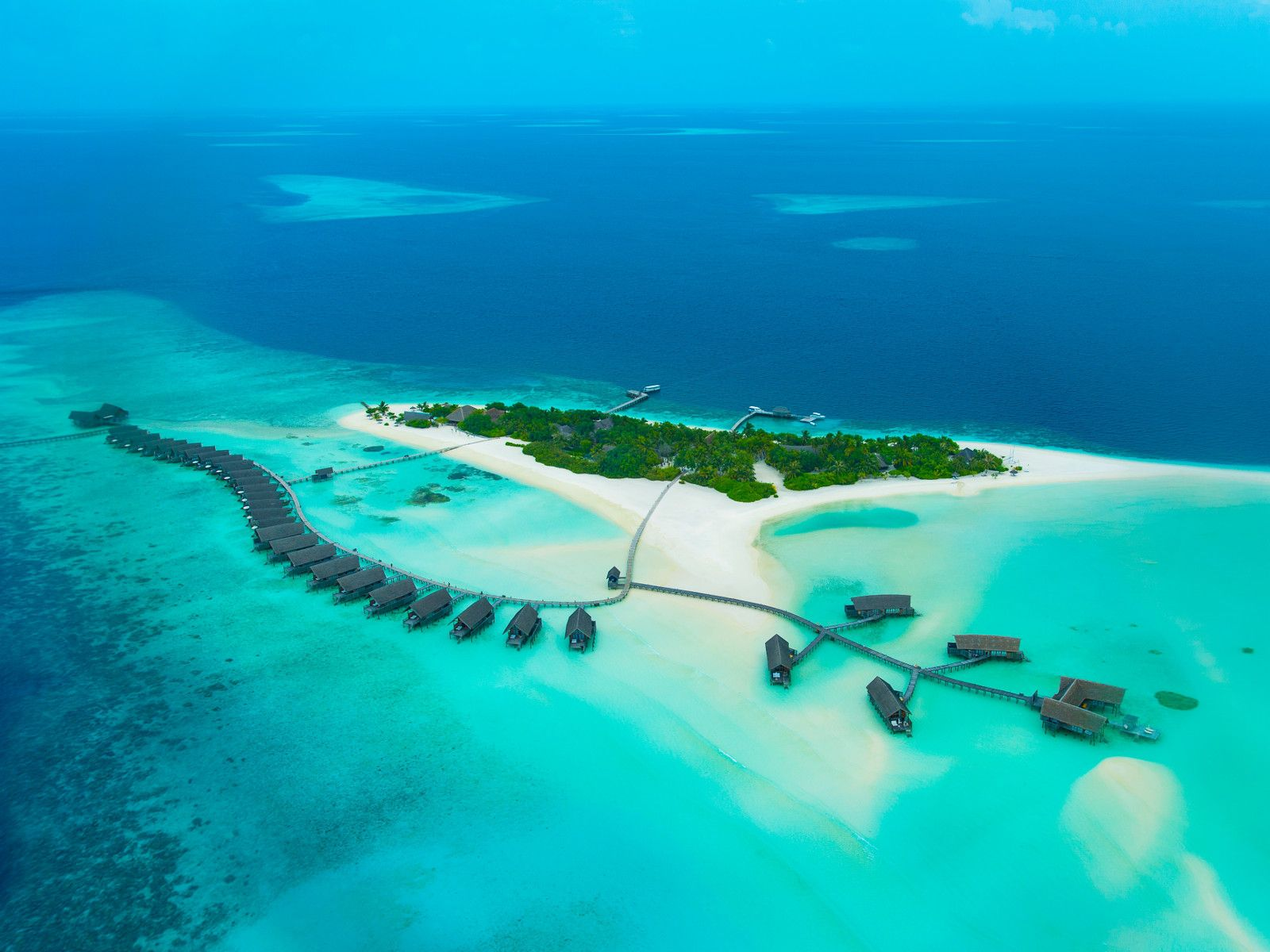 cocoa-island-is-one-of-the-most-unique-maldives-resorts-ideal-for-honeymooners