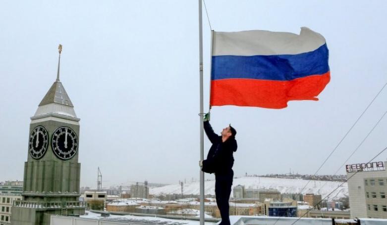 rusija-pad-aviona-tupoljev-vojni-hor-aleksandrov-dan-zalosti-zastava-na-po-1482738735-1066047