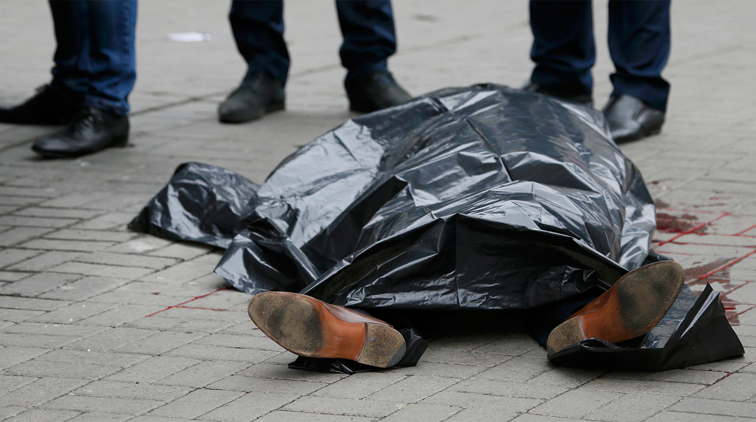 ATTENTION EDITORS - VISUAL COVERAGE OF SCENES OF INJURY OR DEATH The covered body of Denis Voronenkov, a former lawmaker of the Russian State Duma, Denis Voronenkov, who was shot dead, is seen in central Kiev, Ukraine March 23, 2017. REUTERS/Valentyn Ogirenko TEMPLATE OUT.