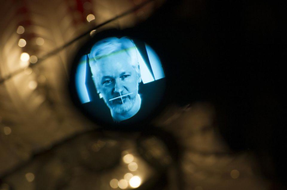1009455-julian-assange