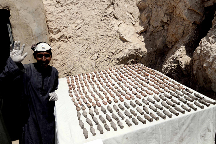 epa05913223 A man waves next to sorted Ushabti figurines recently discovered in tomb at the Draa Abul Nagaa necropolis in Luxor's West Bank, 650km south of Cairo, Egypt, 18 April 2017. According to the Ministry of Antiquities, the New Kingdom Tomb belongs to Userhat, a city judge from the 18th Pharaonic dynasty. Inside the T-shaped tomb a collection of Ushabti figurines, wooden masks, a handle of a sarcophagus lid, and a cachette of sarcophagi. The tomb is not fully excavated yet.  EPA/AHMED TARANH
