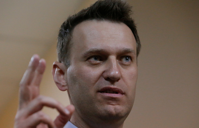Russian leading opposition figure Alexei Navalny gestures during a break in a hearing in the slander lawsuit filed against him by Russian businessman Alisher Usmanov, in a court in Moscow, Russia, May 30, 2017. REUTERS/Sergei Karpukhin - RTX3879I