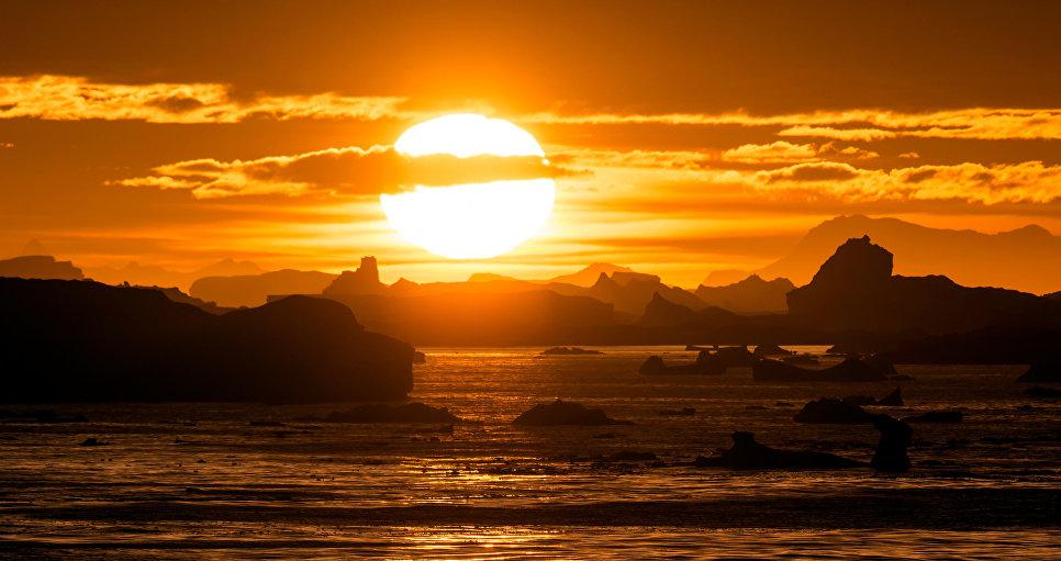 Мнения относительно судьбы шельфа, от которого откололся айсберг, также расходятся. Одни ученые считают, что он будет постепенно расти, другие — что от него будут откалываться новые айсберги, что в результате приведет к его разрушению.