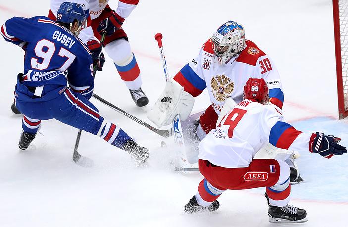 SOCHI, RUSSIA - AUGUST 9, 2017: Russian Olympic team's Alexander Polunin, goaltender Igor Shestyorkin defend against HC SKA St Petersburg's Nikita Gusev (R-L) in their Sochi Hockey Open 2017 final match at the Bolshoi Ice Palace. Artyom Korotayev/TASS  Ðîññèÿ. Ñî÷è. 9 àâãóñòà 2017. Èãðîêè ÑÊÀ Íèêèòà Ãóñåâ, âðàòàðü îëèìïèéñêîé ñáîðíîé Ðîññèè Èãîðü Øåñòåðêèí è èãðîê Àëåêñàíäð Ïîëóíèí (ñëåâà íàïðàâî) â ôèíàëüíîì ìàò÷å õîêêåéíîãî òóðíèðà Sochi Hockey Open ìåæäó êîìàíäàìè îëèìïèéñêîé ñáîðíîé Ðîññèè è ÑÊÀ (Ñàíêò-Ïåòåðáóðã). Àðòåì Êîðîòàåâ/ÒÀÑÑ