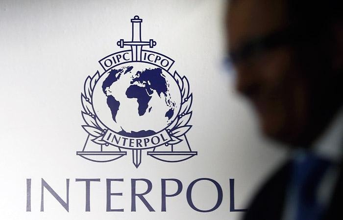 interpol700