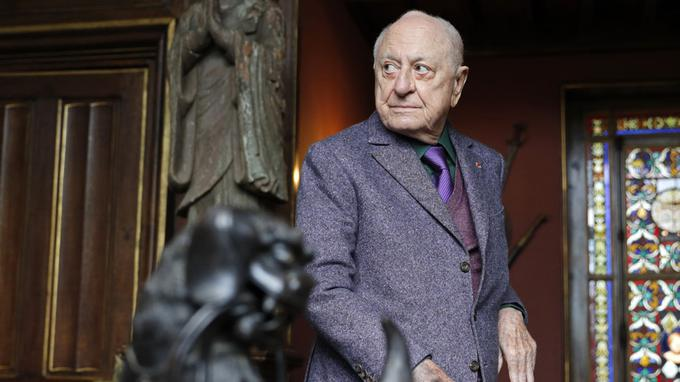 President of the Zola House and Dreyfus Museum Association Pierre Berge poses after the inauguration following renovations of the Zola House, in Medan, near Paris, on October 2, 2016. / AFP PHOTO / POOL / PHILIPPE WOJAZER