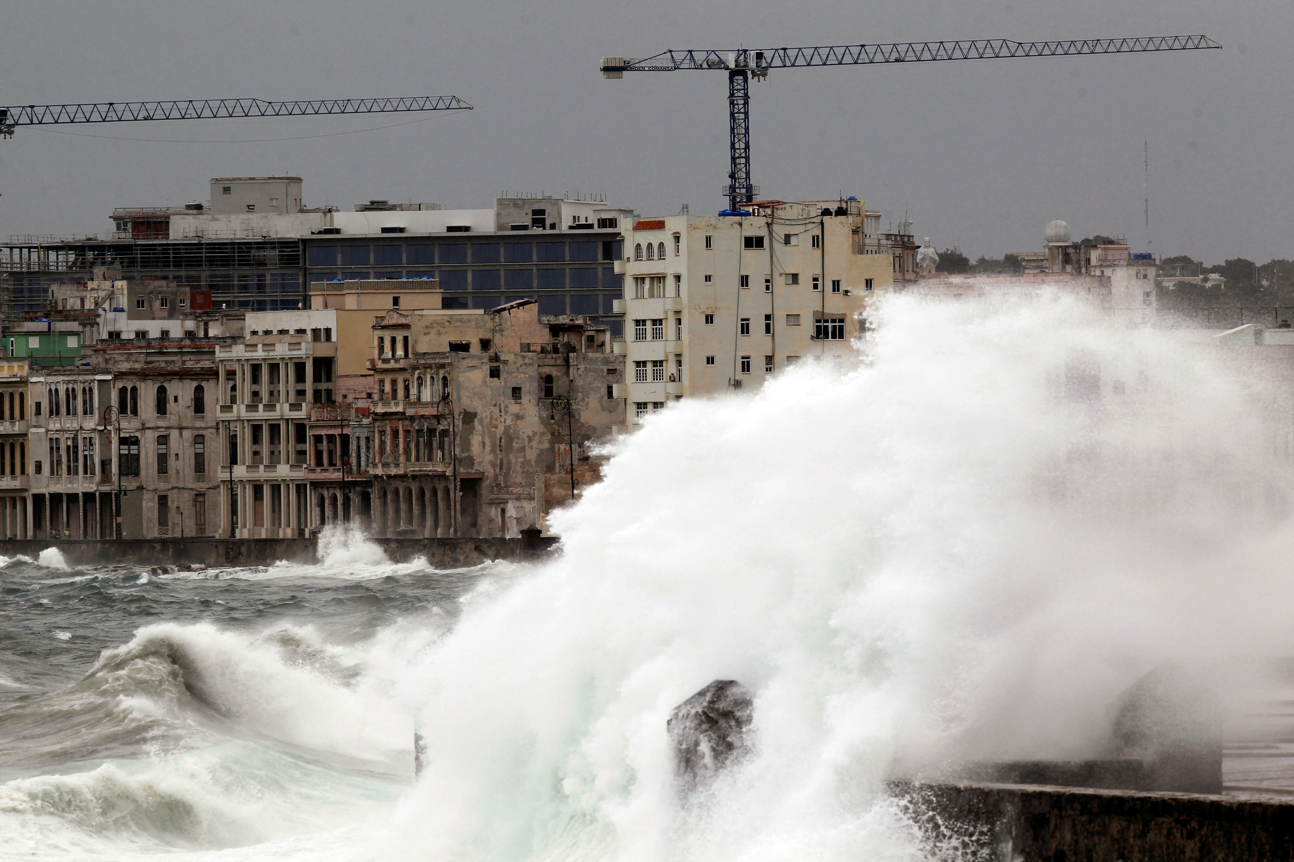 Waves crash against the seafront boulevard El Malecon ahead of the passing of Hurricane Irma, in Havana, Cuba September 9, 2017. REUTERS/Stringer NO SALES. NO ARCHIVES