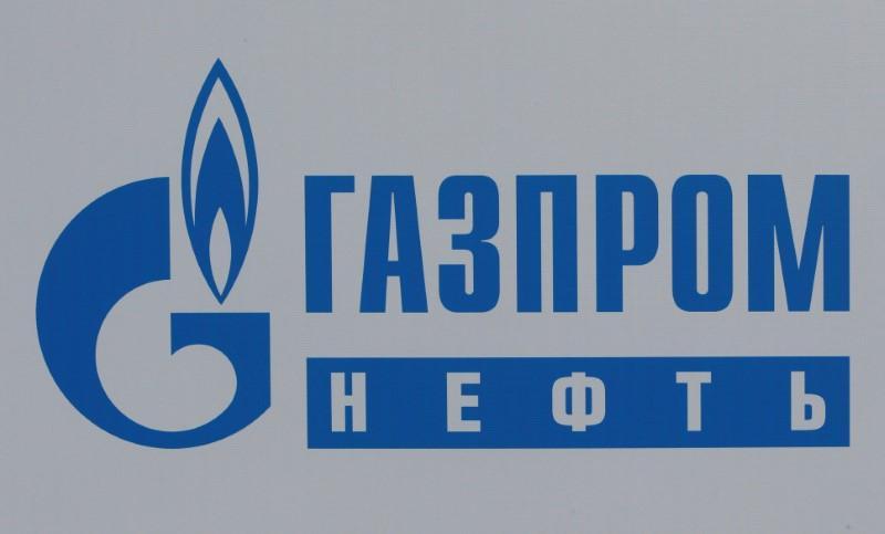 شعار شركة جازبروم نفت في سان بطرسبرج في الأول من يونيو حزيران 2017. تصوير: سيرجي كاربوخين - رويترز