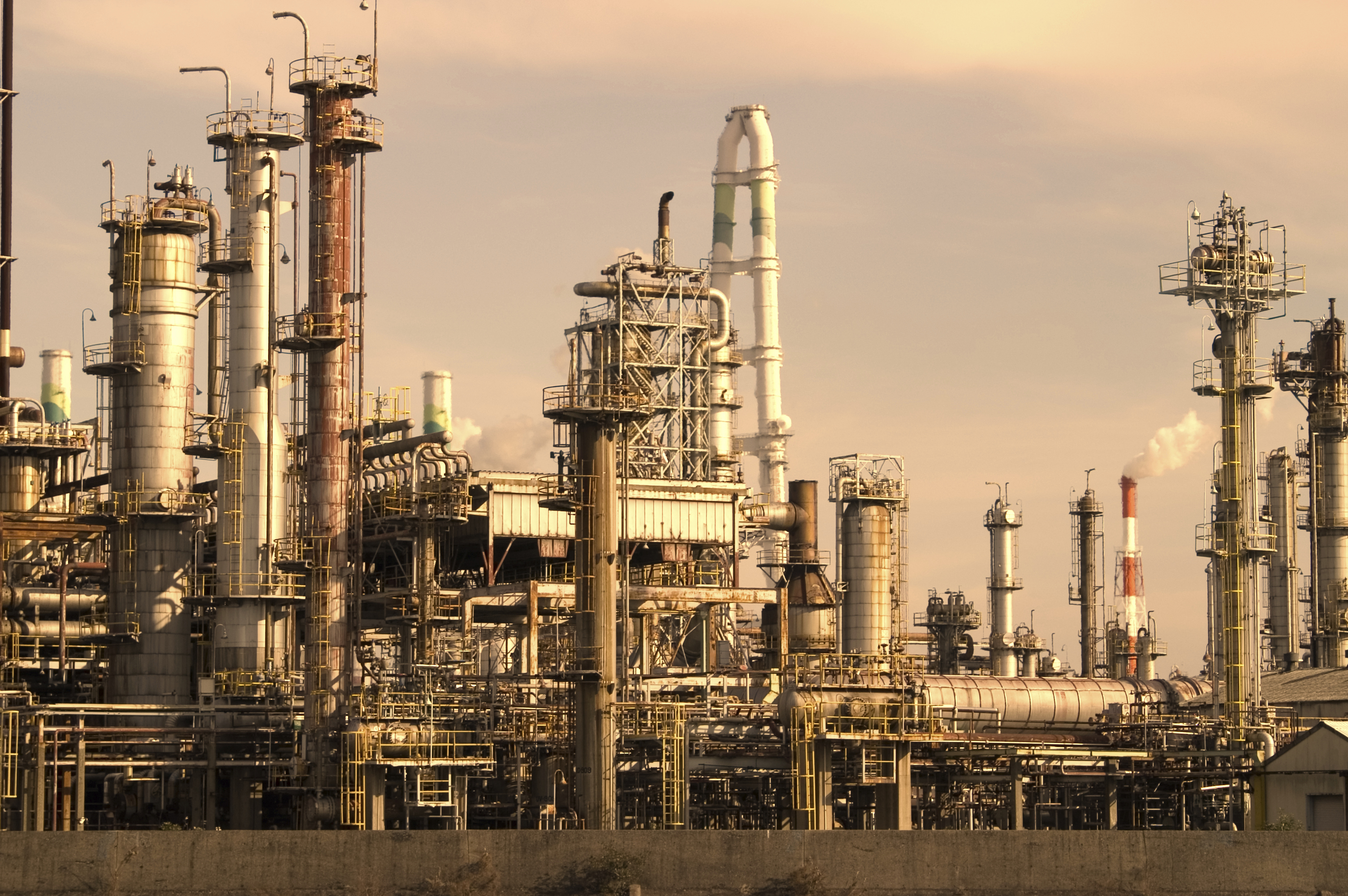 countrys largest refinery - HD 3008×2000